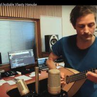 Studiový test ukulele od řezbáře Vlasty Hanuše